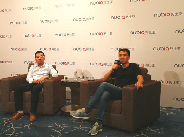 努比亚智能手机总经理倪飞(右)