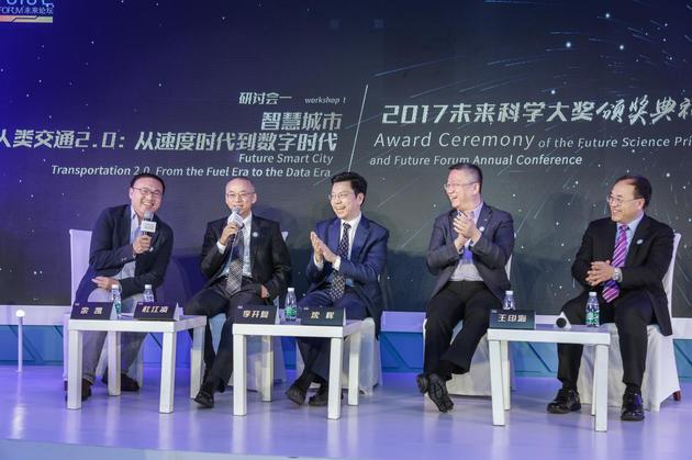 从左至右分别为:余凯、杜江凌、李开复、沈晖、王印海