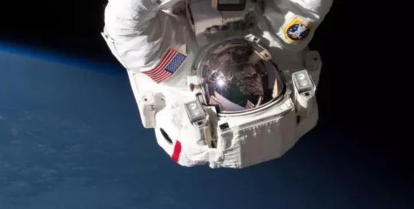由于美国宇航局缺乏应对猝死的方案,尸体的处理权极有可能交予空间站指挥官。图源:NASA