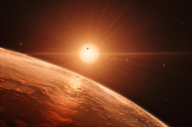 艺术想象图:从TRAPPIST-1系统中的一颗行星表面眺望远处的恒星TRAPPIST-1,画面中也可以看到其他几颗行星