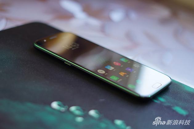手机边框CNC切割部分上了绿色