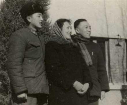柳传志19岁与父母的合影