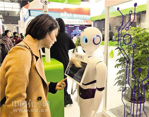 科大讯飞的智能导医导诊机器人,可以通过语音对话给用户提供引导服务。 经济日报记者 黄 鑫摄