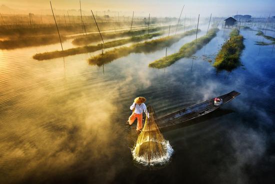 (Sun's Up, Nets Out,作者 Zay Yar Lin)