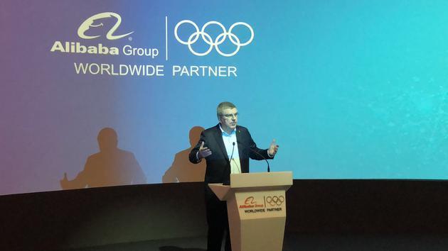 国际奥委会主席托马斯・巴赫发表演讲