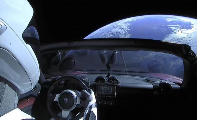 马斯克在车上设置的彩蛋,Don't panic!不要惊慌!