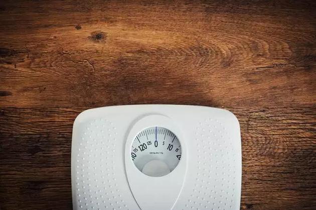 体重可以用来指示健康风险,但还有太多因素决定着我们的健康。