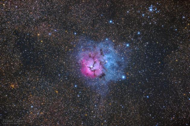 摄影师米格尔?克拉罗(Miguel Claro)拍摄到壮观美丽的三叶星云。