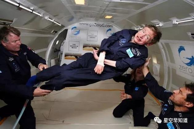 体验失重的霍金,霍金一直梦想着能飞到宇宙中去