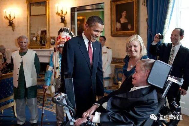 奥巴马在白宫接见霍金的场面