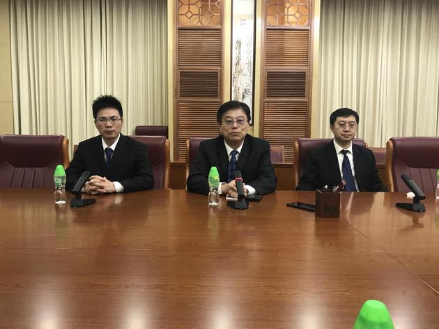 CEO王劲、CTO韩旭(右)、技术副总裁杨庆雄接受新浪科技采访