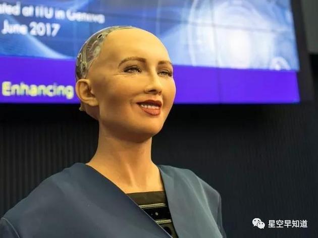"""人工智能机器人""""索菲亚""""已经成为世界上第一个拥有公民身份的机器人,霍金对人工智能技术的发展充满担忧"""