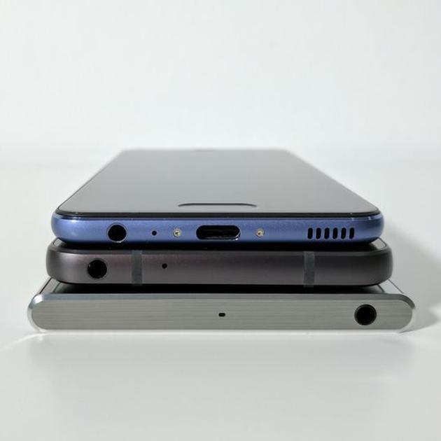 去年MWC展会上的华为P10、LG G6和索尼Xperia XZ Premium(由上至下)
