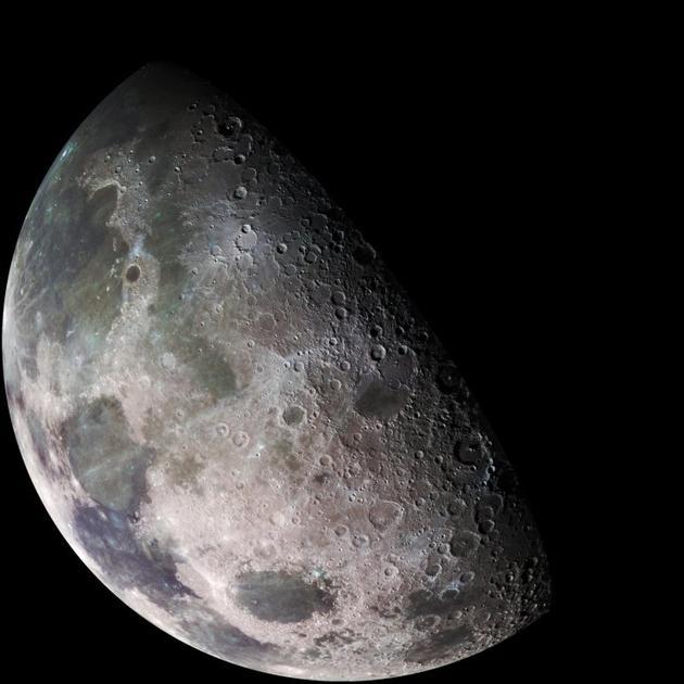 研究结果显示月球表面水的分布更加广泛,而且相对稳定,意味着这些水源可能是以氢氧根(或称羟基)的形式存在。