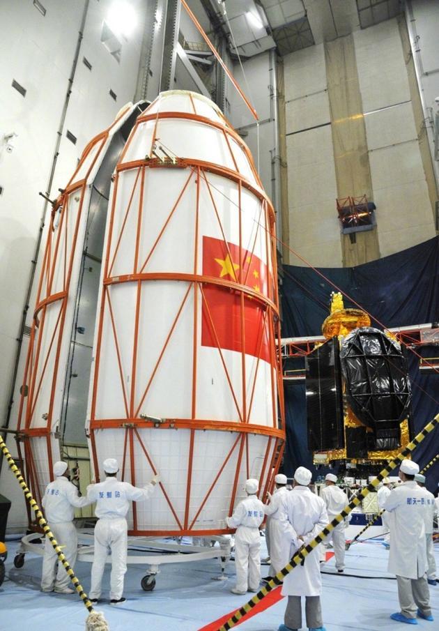 中星-9A即将装入整流罩