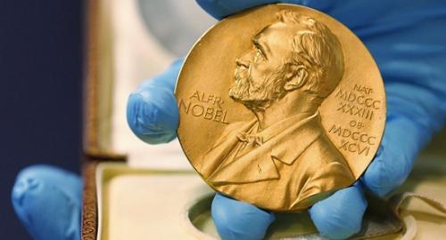 资料图:诺贝尔奖奖牌(图片来源:美联社)