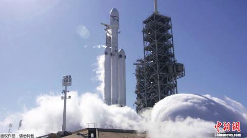 1月24日,SpaceX首度试燃猎鹰重型运载火箭,执行长马斯克表示,约一周后将发射火箭。