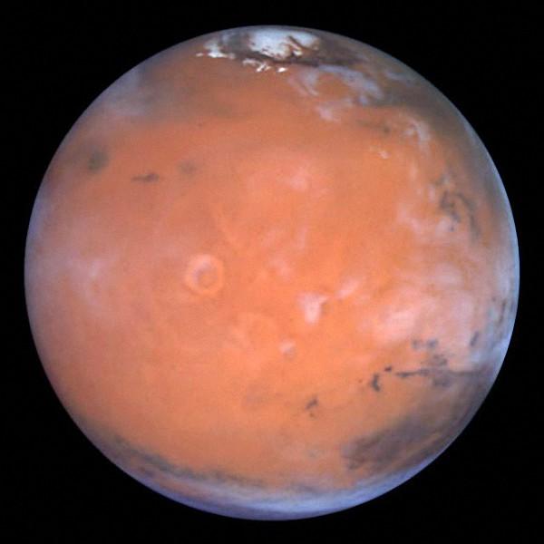 火星两极覆盖着冰冠
